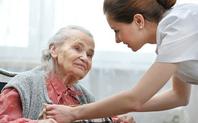 ancianos-cuidado